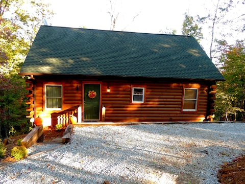 Building,House,Cabin,Log Cabin,Road