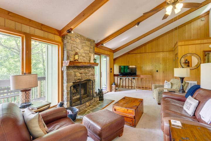 Beech Mtn Cabin with View of Beech Mountain Resort