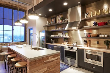 Kinn Guesthouse Suite #1 - Milwaukee - Boutique-hotelli