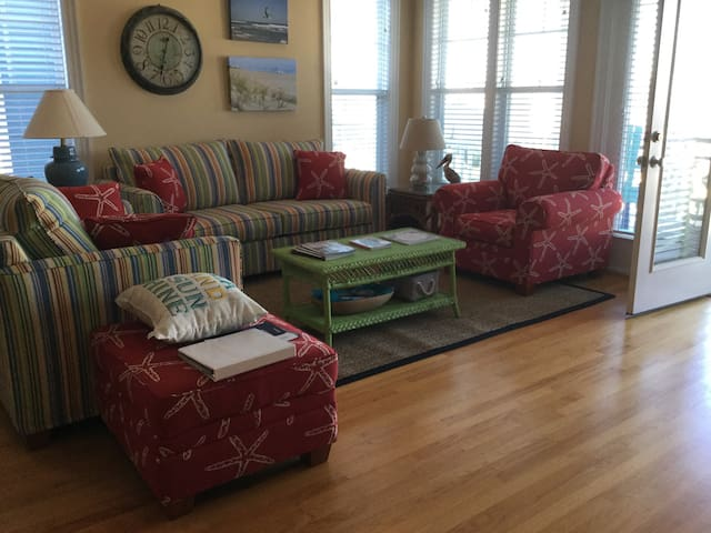 5BR 4 bath sleeps 12, 2 min. to H2O - Kure Beach - Casa