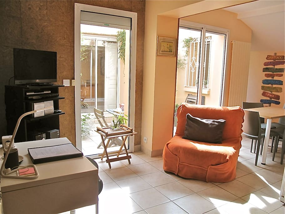f2 patio pres plages et golf biarritz wifi 55m2 apartments for rent in anglet aquitaine france. Black Bedroom Furniture Sets. Home Design Ideas