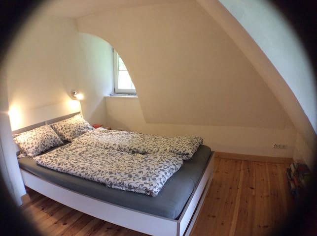 Schlafplatz 1 mit Doppelbett /// bed nr. 1 - double bed /// slaapplek 1 - tweepersoons bed