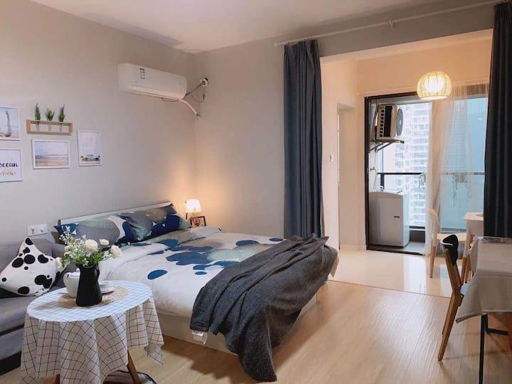 品牌公寓 市中心房源 免费健身房 拎包入住