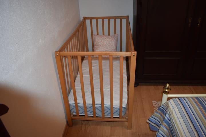 Berço em madeira/Wood cradle