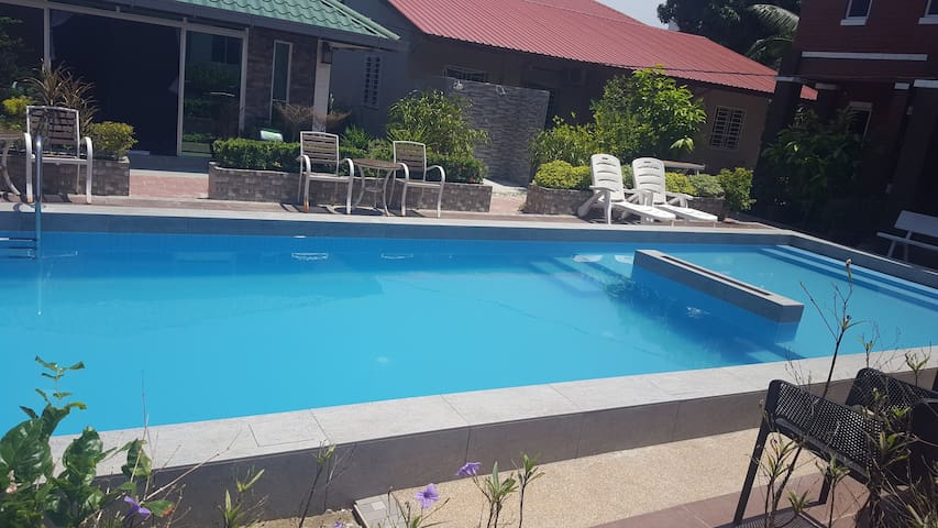 Obam-3 minutes walk to Cenang beach with pool