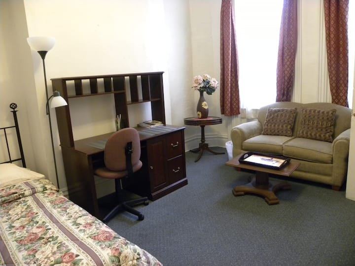 Large Room Next to Downtown