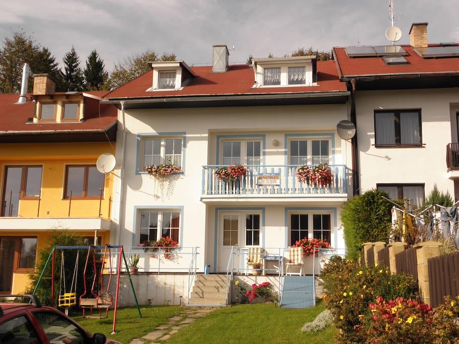 Apartmány Mirka v létě - přízemí domu