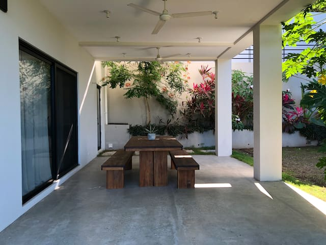 2 bedroom apartment in the jungle near the beach