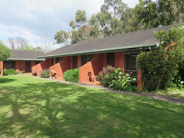 Macarthur Park Country Cottages