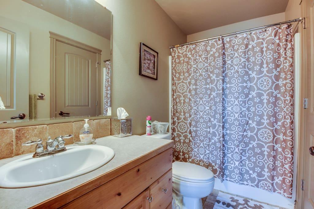 Private en suite full bath.
