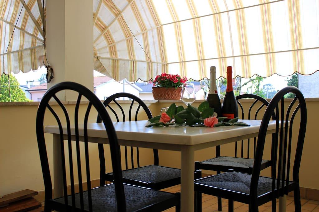 Il terrazzo ha disposizione dei clienti.
