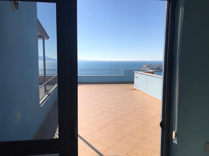 The sea-view penthouse