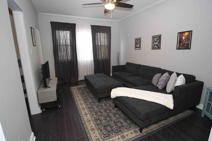 Charming 2BR Apartment Prime Location!