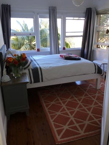 Bright sunny room easy walk to UNSW & Coogee beach