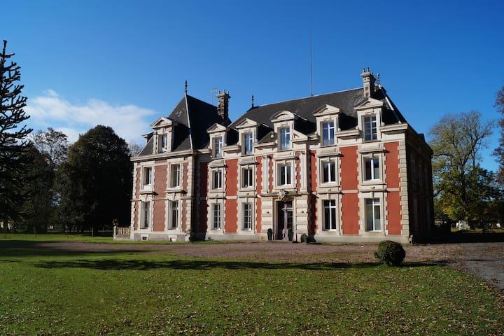 Calme, confort et douceur au Château... - Saint-Germain-la-Campagne - Kasteel
