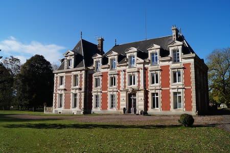 Calme, confort et douceur au Château... - Saint-Germain-la-Campagne - Istana