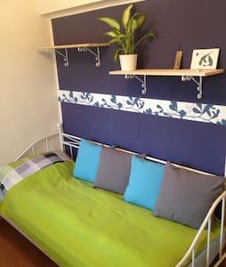 Ruhiges Einzelzimmer mit eig. Bad! - Sankt Pölten - House