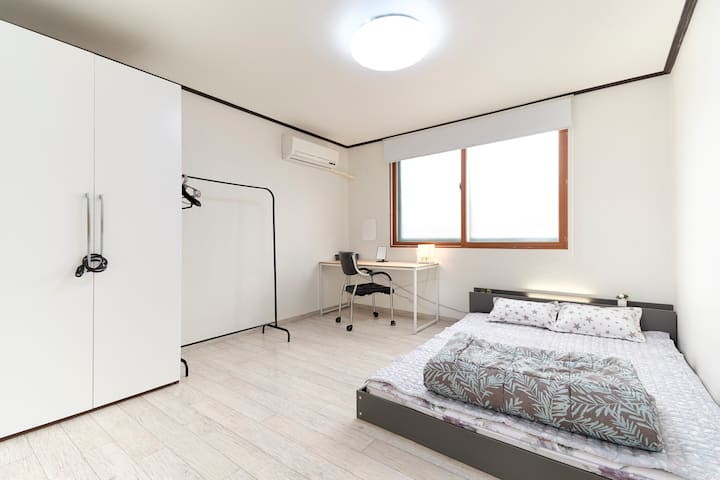 301 cheap yet comfy stay in Seoul