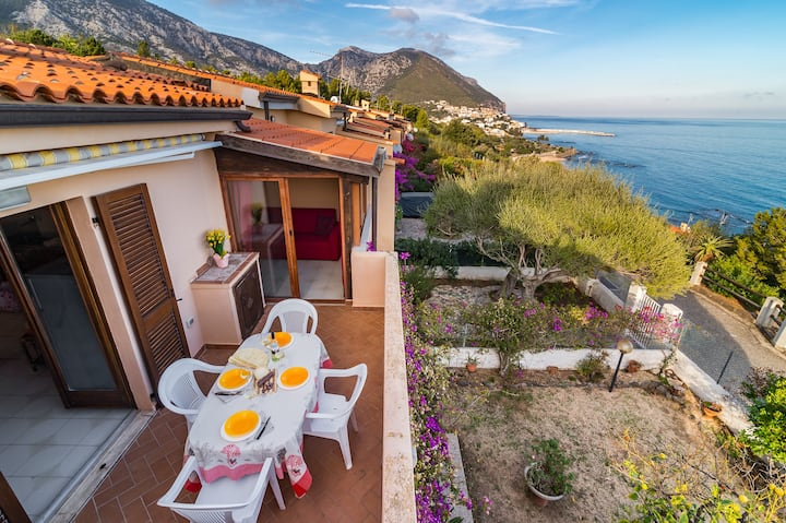 CASA LIMONI,house with spectacular views and very