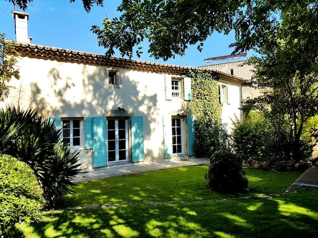 A luxuous provencal style old house - Grans - Casa