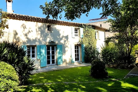A luxuous provencal style old house - Grans