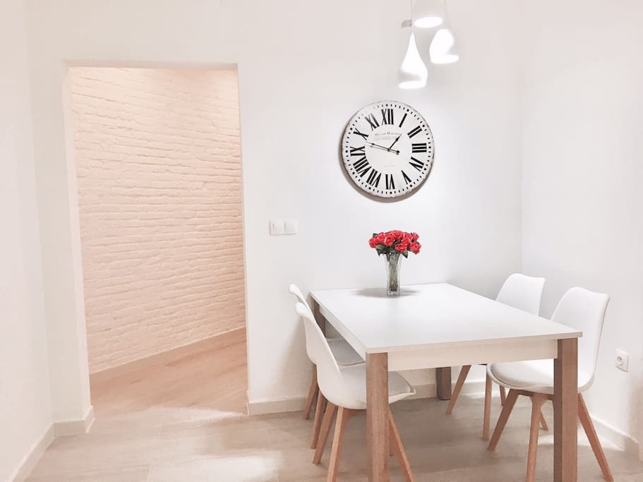 Social zone with dining table