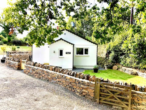 Brand new luxury dog friendly cottage