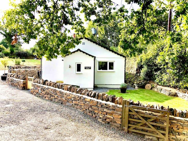 Brand new luxury dog friendly cottage