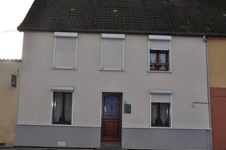 Aux eaux vives 2 - Location de chambres - Domart-en-Ponthieu - Hus