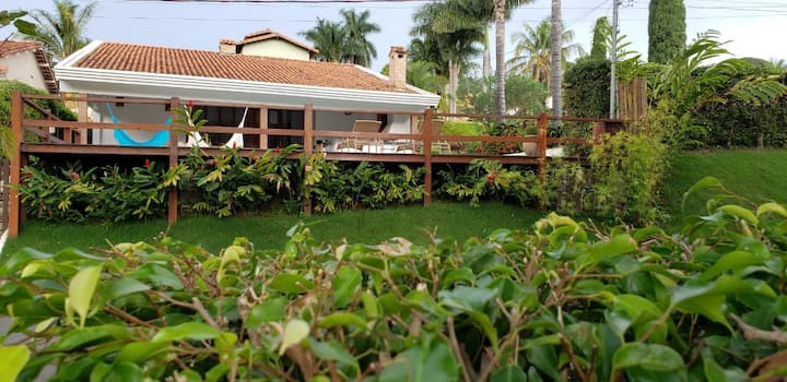 Casa c/ piscina frente a lago em Escarpas do Lago