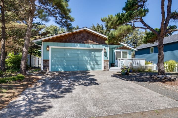 Remodeled, dog-friendly home just steps from the beach w/ a large deck & grill