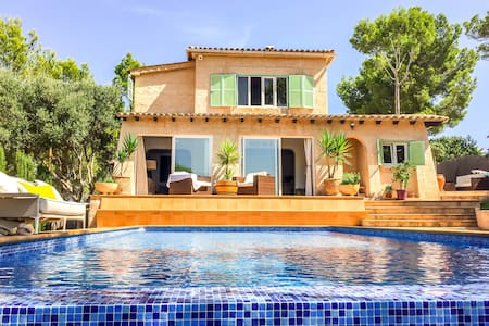 Family Villa with Infinity Pool - Rotes Velles