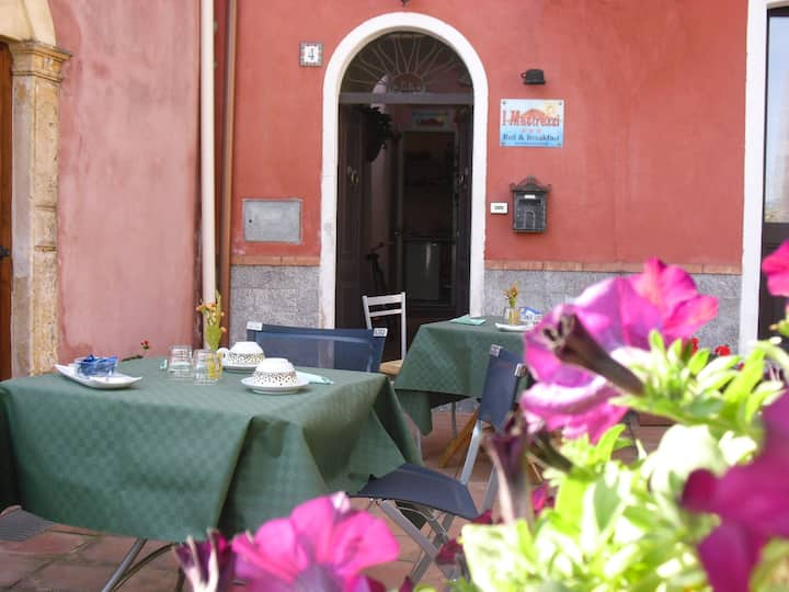 Double room near Taormina, sea and Mt Etna