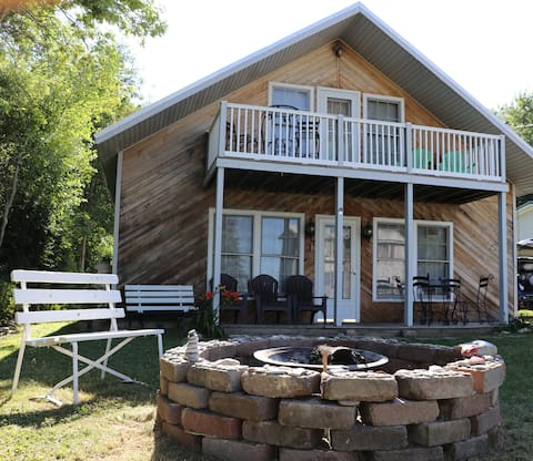 Sackets Harbor Cottage, A Water Retreat