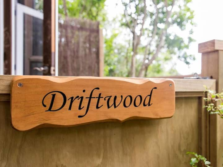 Driftwood Bungalow - Palm Beach Bungalows