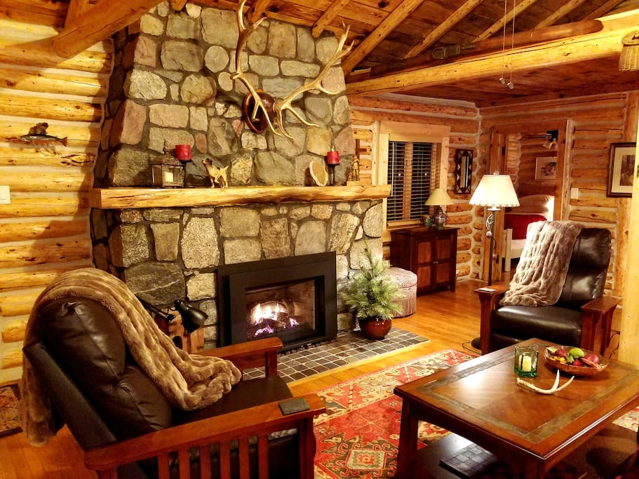 Gold fox lodge luxury riverfront log cabin cabins for for Michigan romantic cabins