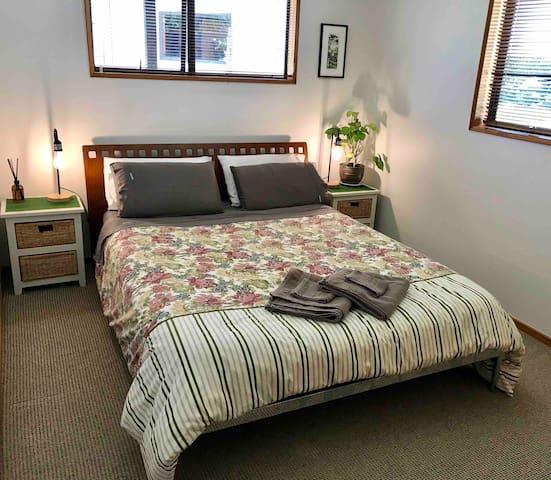 Hamilton Way Guestroom *no cleaning fee*