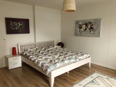 Centrálně umístěný, moderní a světlý byt s 1 ložnicí