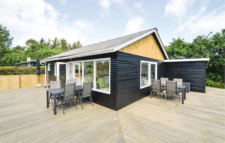 Holiday cottage with 3 bedrooms on 53m² in Farsø