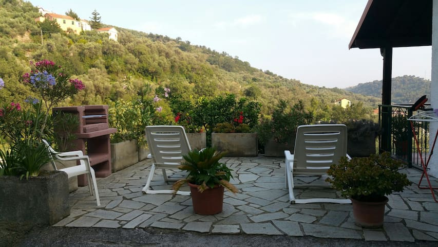 oleandri,relax in a large garden - Diano San Pietro  - Byt