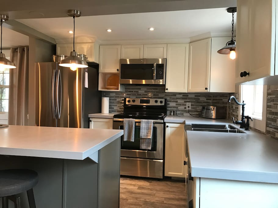 Beautiful stainless steel appliances (with dishwasher)