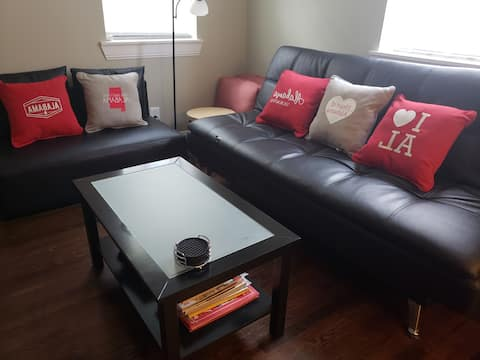 Beauty! No Cleaning Fees! Ask about longer leases.