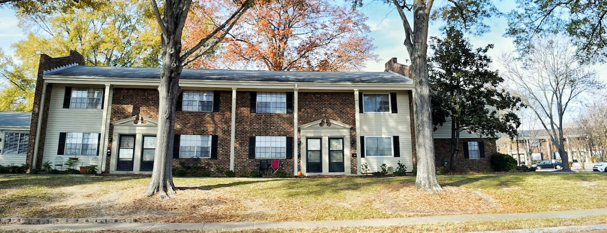 DELUXE 2-STORY TOWNHOUSE NEAR UNC-CHAPEL HILL