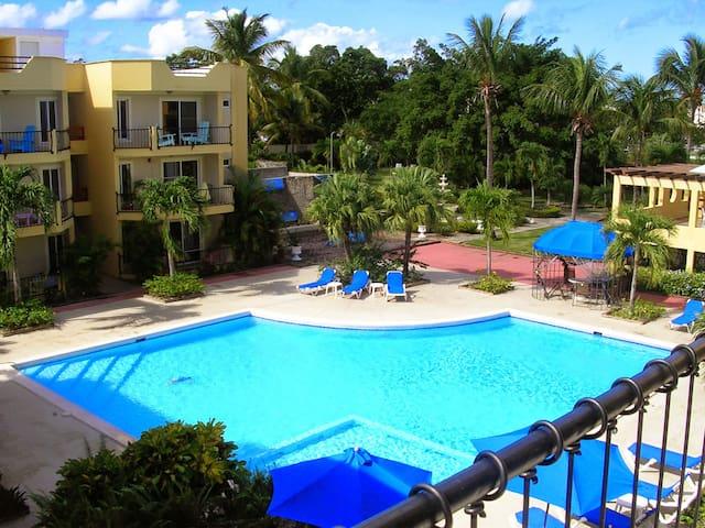 Relax in a centrally located condo! - Sosúa - Selveierleilighet