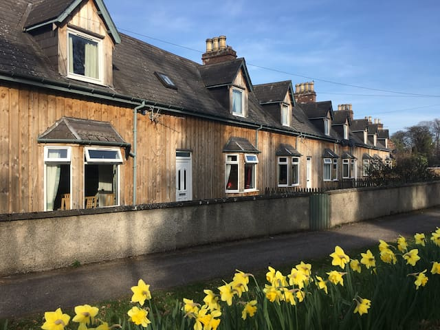 3 Dalmore Farm Cottages, Alness - Highland - House