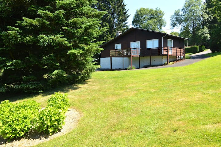 Detached chalet with garden and great view in a tranquil setting