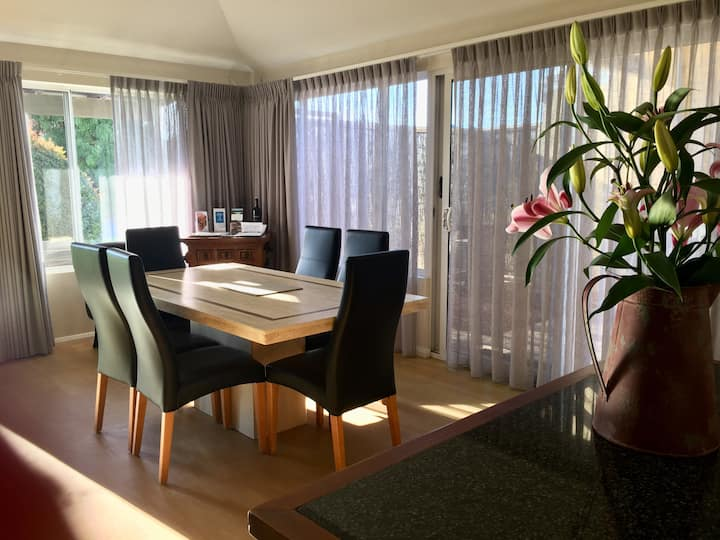 Middleton Bay Retreat - Beachside villa with Wi Fi