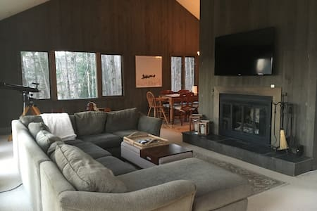 Quintessential Ski Getaway with MT. MANSFIELD VIEW - Stowe