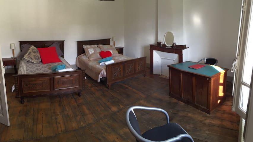 Chambre d'hôtes avec deux lits - Saint-Amans-Soult