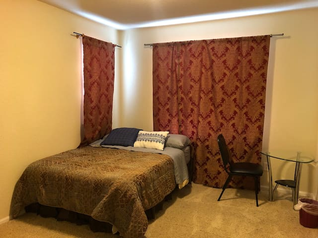 Private room 15mins from Denver Int Aiport